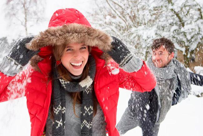Новогодняя традиция кидаться снежками