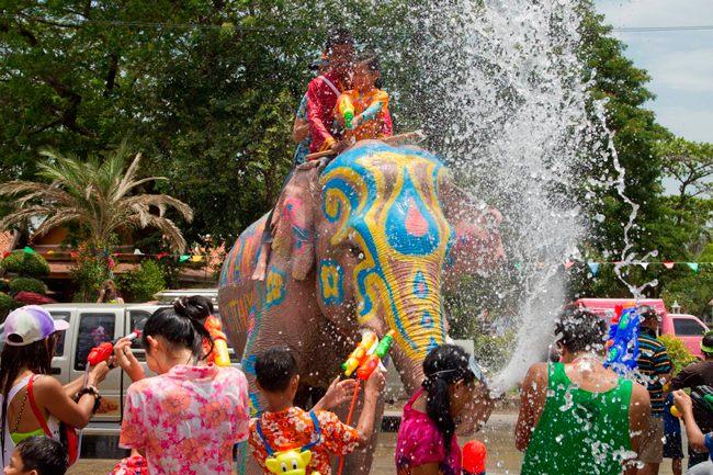 Обливание водой в Таиланде