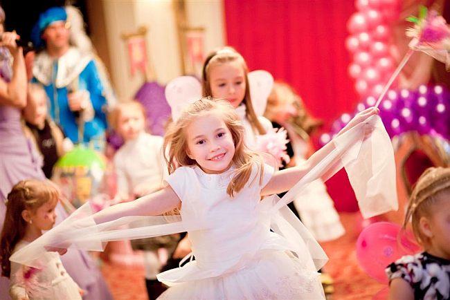 Застольные новогодние игры для семьи и детей