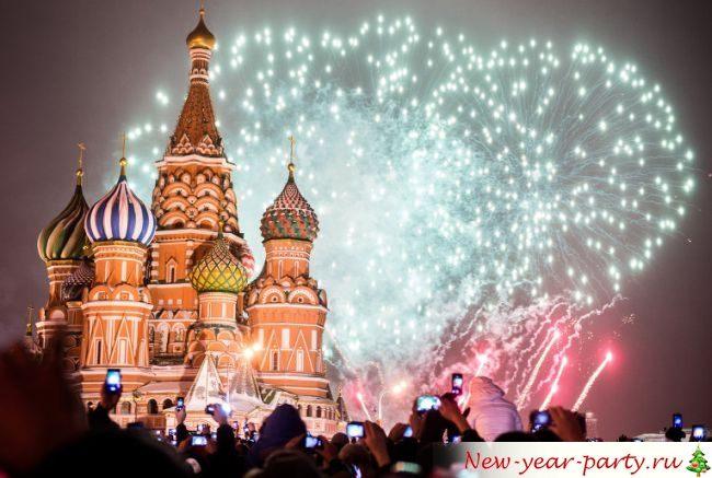 Красивый фейерверк в Москве