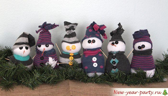 Разнообразные варианты снеговичков