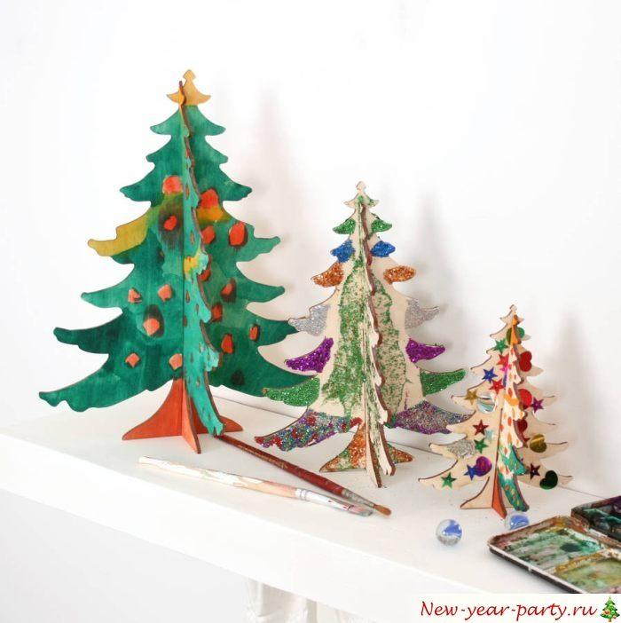 Веселые разноцветные елки