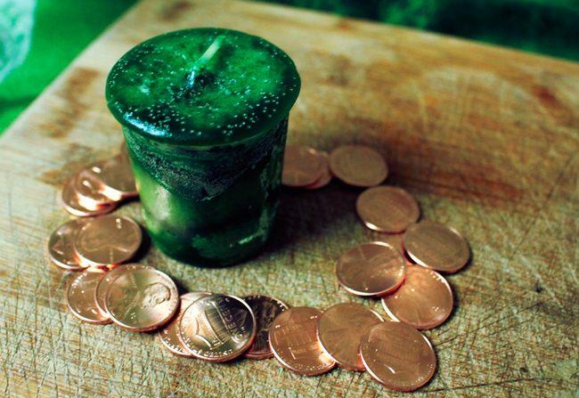 Помогают ритуалы на деньги
