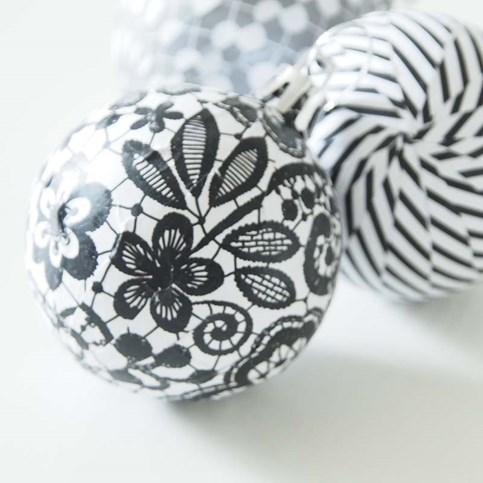 Новогодний декупаж елочных шаров